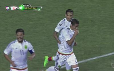 El Tri revive con gol de Carlos Esquivel