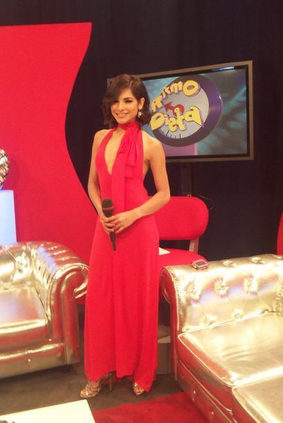 Alejandra lució muy bella de rojo en el show.