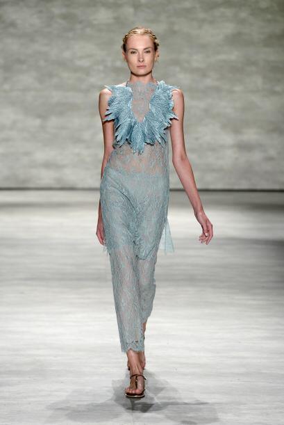 Vestidos, encajes y escotes. Mira la propuesta Primavera - Verano de la...
