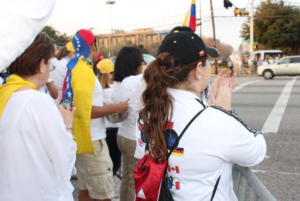 A cantos y gritos pidieron paz y libertad en la calle Westheimer, una de...