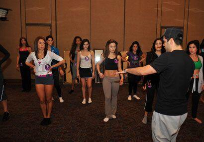 Aníbal Marrero es el encargado de poner a bailar a las chicas de Nuestra...