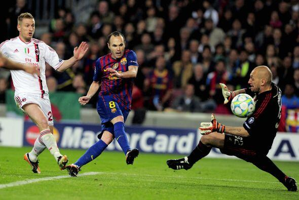 En una jugada del Barcelona, un disparo de Messi fue rebotado y el bal&o...