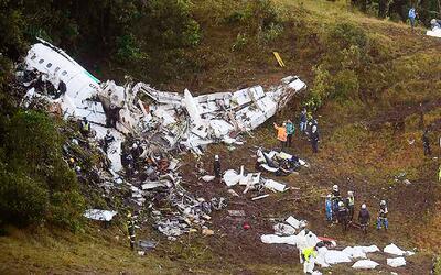 ¿Por qué el piloto del avión donde viajaba el equipo Chapecoense no carg...