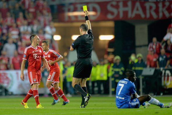 El partido tuvo moemntos de brusqueda. Ribery, el 'Mejor Jugador de Euro...