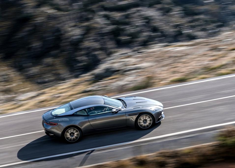 Aston Martin DB11 2017