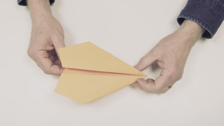 ¿Quieres saber cómo hacer los mejores aviones de papel del mundo? Harvar...
