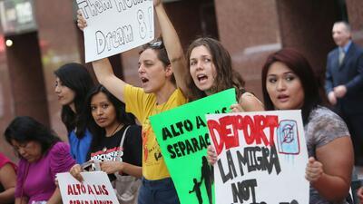 La Acción Diferida ampara de la deportación y concede un p...