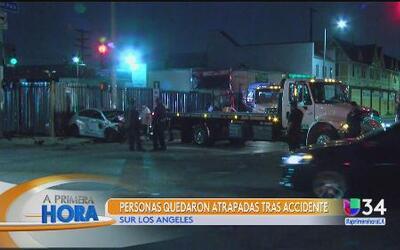 Se quedan atrapados tras accidente en el sur de Los Ángeles
