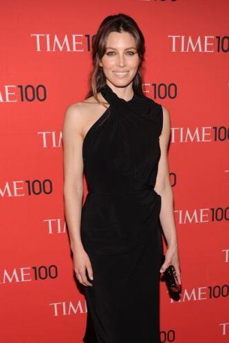 La guapa Jessica Biel se presentó muy elegante enfundada en un vestido n...