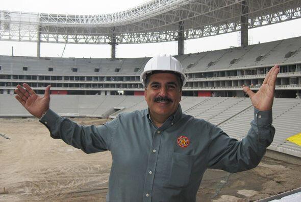 Aquí lo vemos en el nuevo estadio de las Chivas.