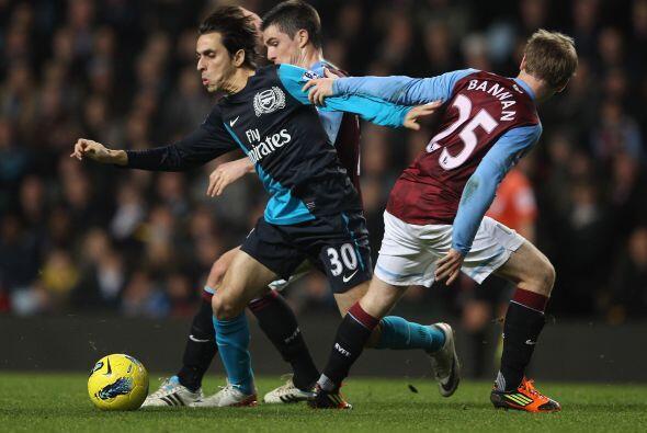 Por su parte, el Arsenal pasó algunos apuros en Villa Park, la ca...