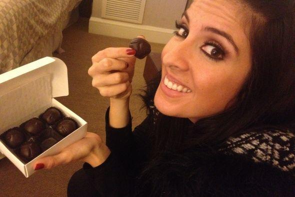 Hay que consentirse, Maity disfrutando de unos deliciosos chocolates.