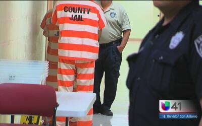 Unidad especial contra crímenes violentos en San Antonio anuncia cientos...