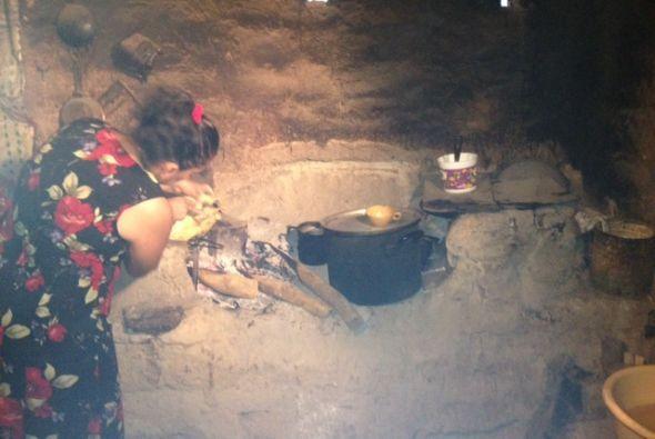 ¡Extrañaba la comida de El Salvador y una de sus tías decidió consentirla!