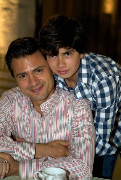También muestra orgulloso la foto junto con su único hijo...