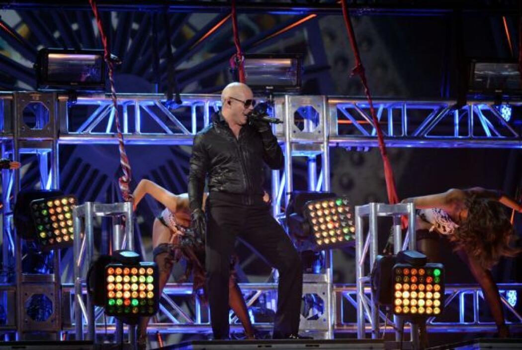 Al gran Pitbull le hizo falta la figura de J.Lo para la canción del Mund...