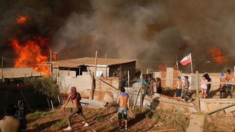 Residentes de una zona turística de Chile lo pierden todo en un voraz in...