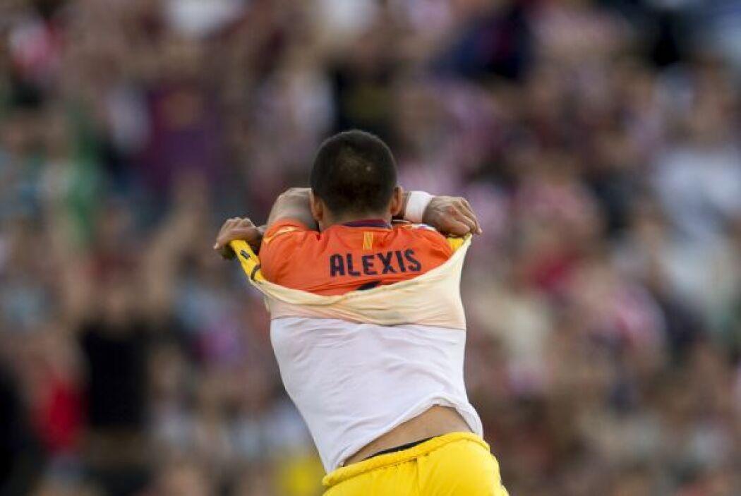 Pese a la inferioridad numérica, Alexis Sánchez igualaba las cosas.