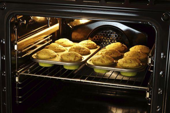 Saca los 'cupcakes' del horno.