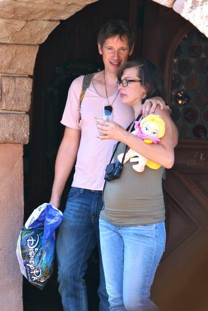 ¡Esto es amor de bueno! Así captamos a Milla Jovovich y a su esposo Paul...