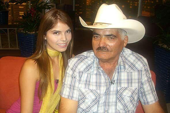 Don Antero Ugalde asistió con Esmeralda, su hija menor, quien también qu...