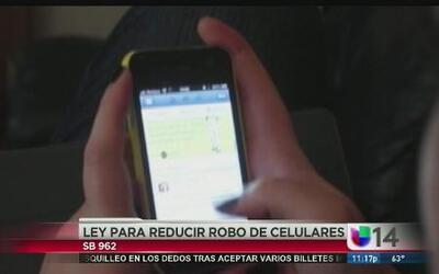 Jerry Brown promulga ley para reducir robo de celulares