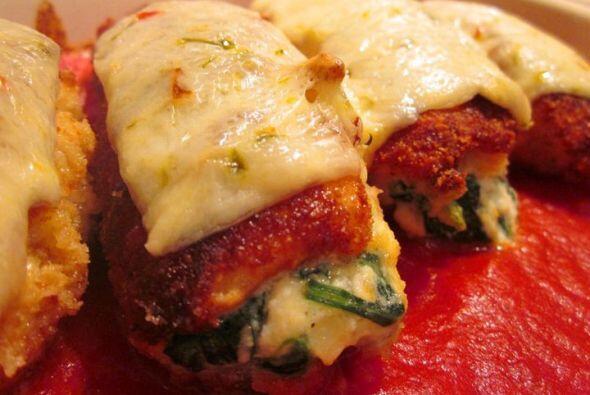 Pechugas rellenas de pollo con queso gouda y espinacas: Una forma delici...