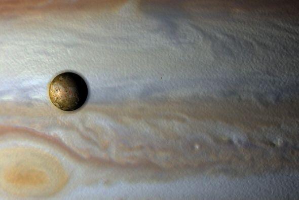 Júpiter tiene más de 64 satélites, siendo Europa y Calisto algunos de lo...