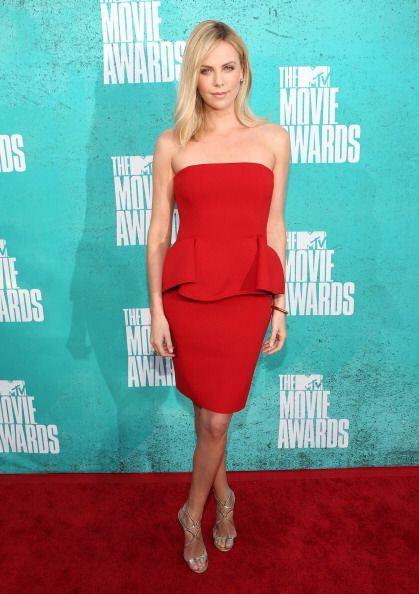 Charlize Theron engalanó estos premios en 2012 con uno de los col...