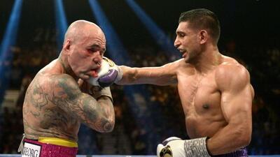 Amir Kahn noparó de golpear a Luis Collazo a lo largo de los 12 asaltos.