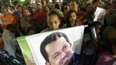 Venezuela está en vilo por la salud del presidente Hugo Chávez, quien fu...