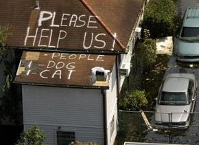 """La palabra """"Help"""" (ayuda, en español) escrita en un tejado se convirtió..."""