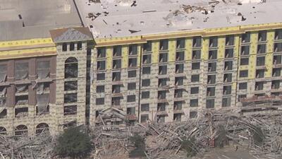 Colapsa estructura en edificio de siete pisos en Houston
