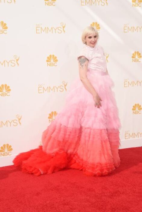 Para Lena Dunham, todas las alfombras se convierten en Hallowen. El vest...