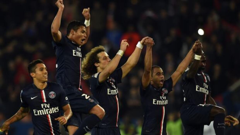 Lucas Moura y Edinson Cavani anotaron para que los parisinos vencieran a...