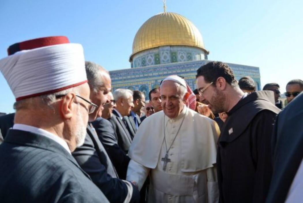 Muy temprano, el Papa acudió a la Explanada de las Mezquitas, el tercer...