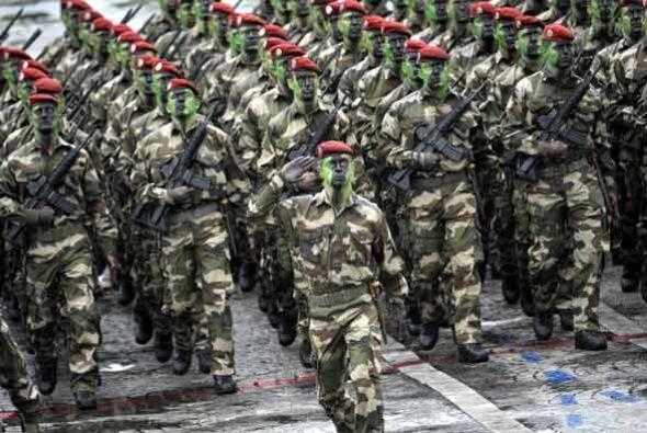 En el acto solemne participaron marchando varios miles de soldados franc...