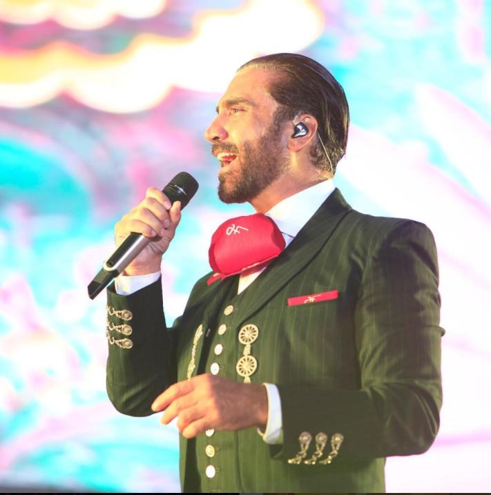 Alejandro Fernández interpretó algunos temas de su padre, don Vicente Fe...