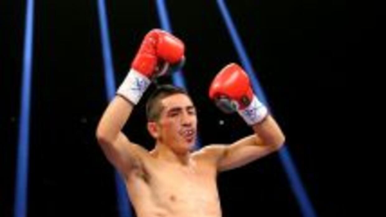 Leo Santa Cruz no tuvo problemas ante Miguel Román.