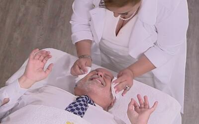 Raúl recibió un tratamiento rejuvenecedor en pleno show