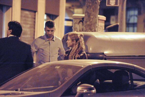El defensa azulgrana salió a cenar con su amada Shakira y no perdió la o...