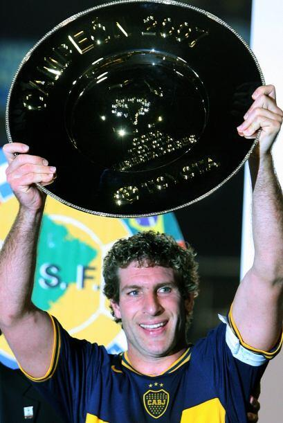 Levantando el plato al goleador de la Libertadores 2007. A nivel interna...