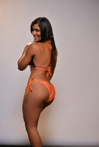 Ella cree que el bikini más sexy es aquel que es cómodo pero tiene color...
