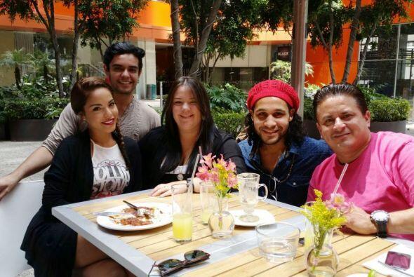 La comida con compañía sabe mucho mejor, ¡qué gran desayuno! #BuenosDías...