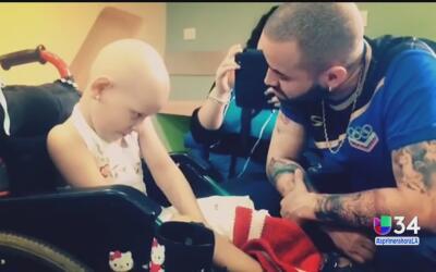 Nacho da serenata a pequeña con cáncer