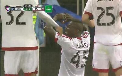 Goooolll!! Alhaji Kamara mete el balón y marca para DC United