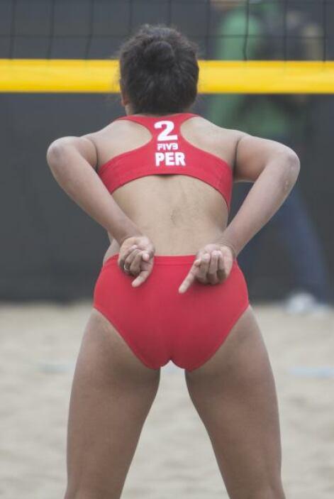 Esta competidora, que apunta hacia abajo, también es peruana, ¿qué habrá...