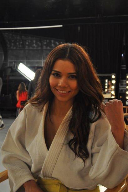 Marina tiene 21 años y audicionó en Houston. Trabaja en un consultorio d...