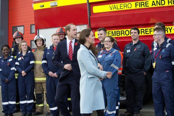 La duquesa y el príncipe William visitaron la refinería de...