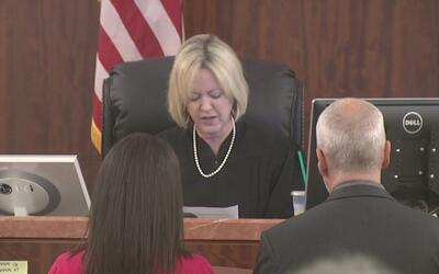 Mujer se presenta en la corte tras chantajear a su pareja con divulgar v...